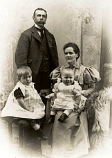 photo of Ralph and Clara Ratcliffe with children Frank and Wilfred.